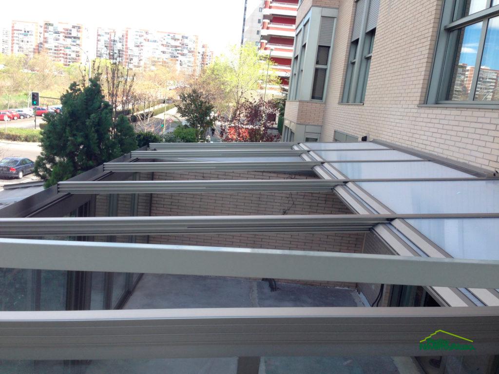 Cerramiento con techos móviles